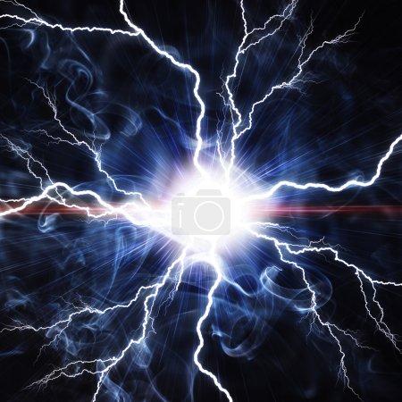 Foto de Eléctrica destello de un relámpago sobre un fondo azul - Imagen libre de derechos