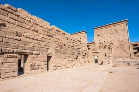 Photo pour Temple d'Isis de Philae, île d'Agilkia à lac Nasser, patrimoine mondial de l'UNESCO - image libre de droit
