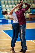 On a ona víru tance
