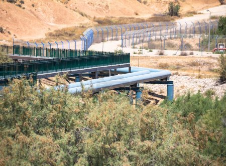 Grande conduite d'eau dans le désert du Néguev. Israël