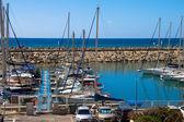 Plachetnice, jachty v Marina Itálie