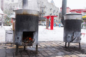 Dvě přenosná kamna na bříško pro vaření venku
