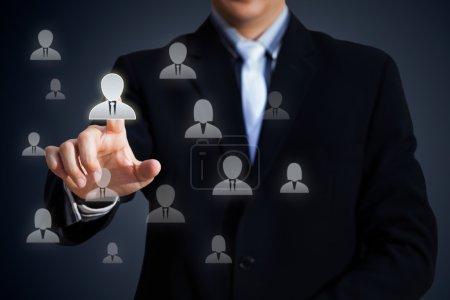 Photo pour Agente des ressources humaines choisir l'employé permanent de la foule, le concept de chef d'équipe Select - image libre de droit