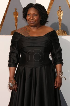 Foto de LOS ANGELES - FEB 28:  Whoopi Goldberg at the 88th Annual Academy Awards - Arrivals at the Dolby Theater on February 28, 2016 in Los Angeles, CA - Imagen libre de derechos