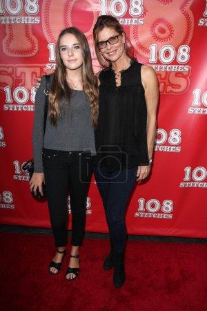 """Photo pour LOS ANGELES - SEP 10 : Annabelle Negron, Kate Vernon à la """"108 Stitches"""" Première mondiale à Harmony Gold le 10 septembre 2014 à Los Angeles, CA - image libre de droit"""