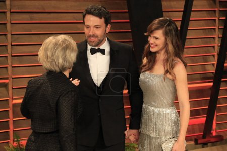 Photo pour LOS ANGELES - MAR 2:  Glenn Close, Ben Affleck, Jennifer Garner at the 2014 Vanity Fair Oscar Party at the Sunset Boulevard on March 2, 2014 in West Hollywood, CA - image libre de droit