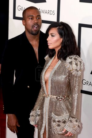 Photo pour LOS ANGELES - FEB 8:  Kanye West, Kim Kardashian West at the 57th Annual GRAMMY Awards Arrivals at a Staples Center on February 8, 2015 in Los Angeles, CA - image libre de droit