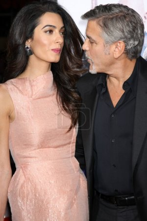 "Photo pour LOS ANGELES - OCT 26:  Amal Alamuddin Clooney, George Clooney at the ""Our Brand is Crisis"" LA Premiere at the TCL Chinese Theater on October 26, 2015 in Los Angeles, CA - image libre de droit"