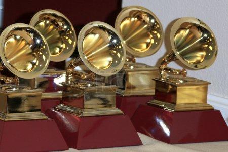 Photo pour Las Vegas - 19 novembre : Statues de grammy Award aux 16èmes grammy awards latins au Mgm Grand Garden Arena le 19 novembre 2015 à Las Vegas, Nv - image libre de droit