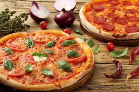 pizza margherita rustic background
