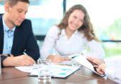 Obchodní poradce analýzou finančních údajů