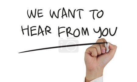 Photo pour Image concept motivationnel d'une main tenant le marqueur et écriture nous envie d'entendre de vous isolé sur blanc - image libre de droit