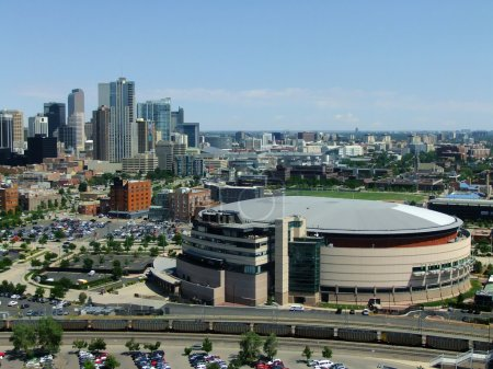 Photo pour Arena de Pepsi Center de Denver, Colorado. L'arène est abrite les Nuggets de Denver de Nba, le Colorado Avalanche de la LNH et le Colorado Mammoth de la National Lacrosse League. - image libre de droit