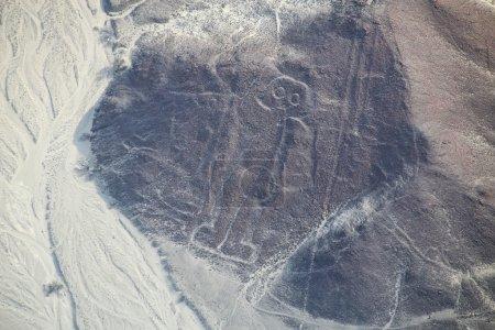 Photo pour Vue aérienne des lignes Nazca - Géoglyphe astronaute, Pérou. Les Lignes ont été inscrites au patrimoine mondial de l'UNESCO en 1994. . - image libre de droit