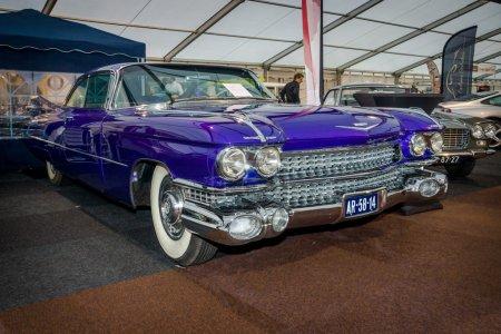 Fullsize luxury car Cadillac Coupe