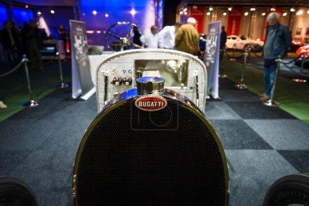 Фрагмент ретро автомобиля Bugatti