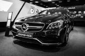 Vzorkovna. Střední velikosti luxusní auto Mercedes-Benz Cls 63 Amg. Černá a bílá. Vyrábí se od roku 2013
