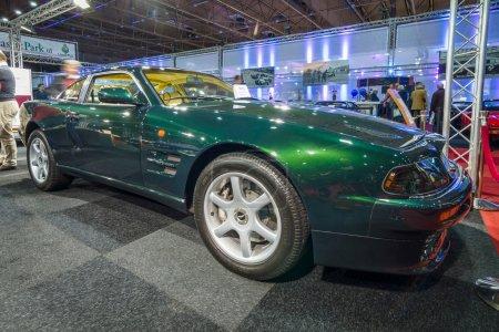 Спортивный автомобиль Астон Мартин В8