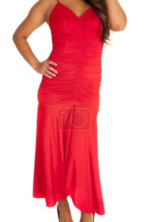 Photo pour Un gros plan d'une femme dans sa robe formelle fluide rouge - image libre de droit