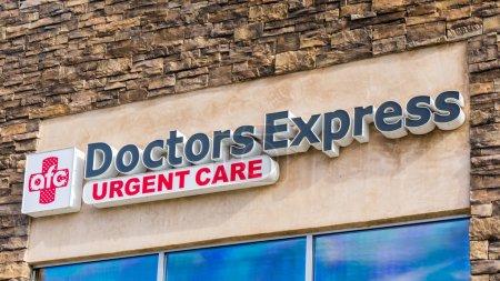 Photo pour AFC médecins Express bâtiment extérieur. AFC médecins Express est une franchise médicale composée des cliniques de soins d'urgence et des cliniques de soins de santé primaires. - image libre de droit