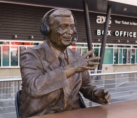 Статуя Чик Херн в виде скобы