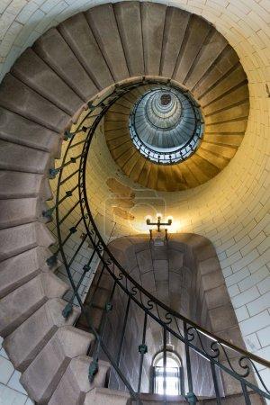 Photo pour Escalier infini du phare d'Eckmul en Bretagne, France - image libre de droit
