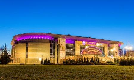 Photo pour Belgrade, Serbie - 27 décembre : Arène de Kombank le 27 décembre 2014 à Belgrade. L'arena est une salle universelle pour les événements sportifs et culturels. - image libre de droit