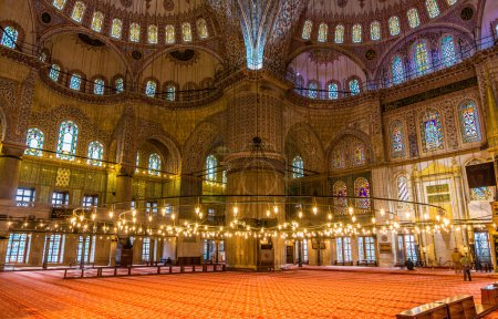 Foto de Interior de la Mezquita Sultán Ahmet (Mezquita Azul) en Estambul, Turquía - Imagen libre de derechos