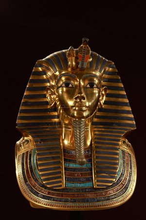 Front shot of king tut's death mask...