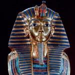 Front shot of king tut's death mask...