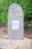 Stéla zobrazující petroglyfy na břehu řeky Amur