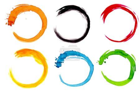 Photo pour Six cercles aquarelle coloré, isolés sur la surface blanche - image libre de droit