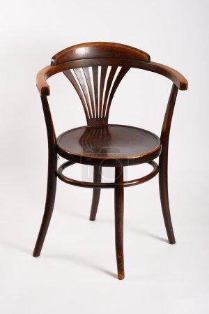Photo pour Chaise antique en bon état sur fond blanc - image libre de droit