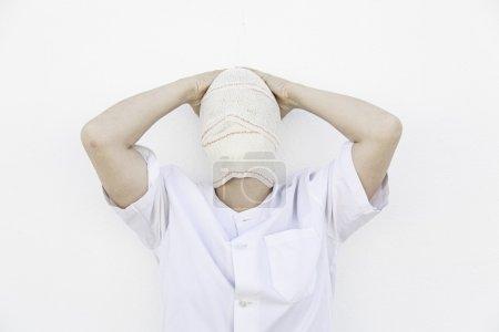 Photo pour Patient psychiatrique bandée souffrant de troubles mentaux - image libre de droit