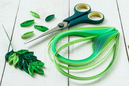 Hand-made: leaves of mountain ash in quilling techniques
