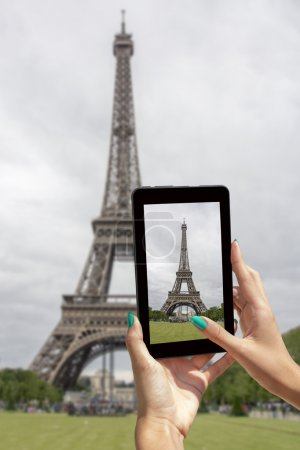 Taken pictures Eiffel Tower with tablet
