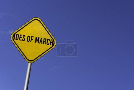 Photo pour Ides de Mars - signe jaune avec fond bleu ciel - image libre de droit