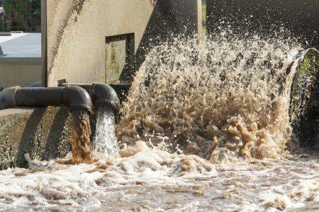 Photo pour Usine de traitement des eaux usées. - image libre de droit