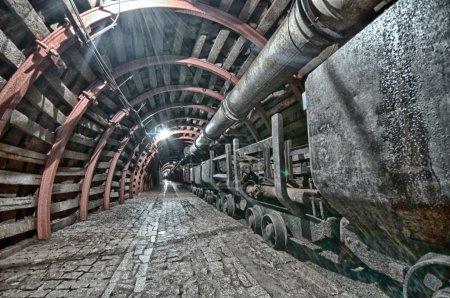Photo pour Tunnel souterrain dans la mine, HDR - image libre de droit