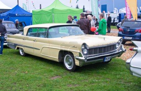 Lincoln Continental Mark 4