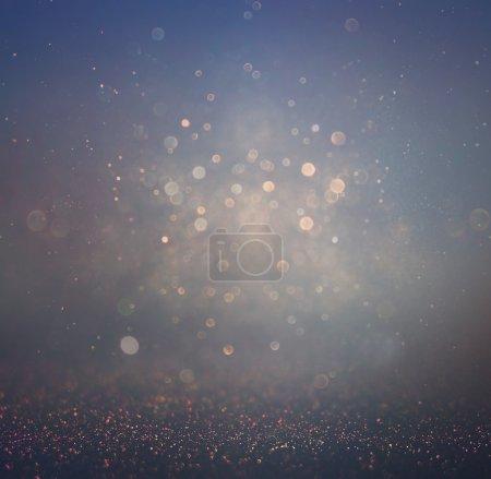 Photo pour Feux et textures flous abstraits de bokeh violet, noir et bleu foncé. image est déconcentrée - image libre de droit