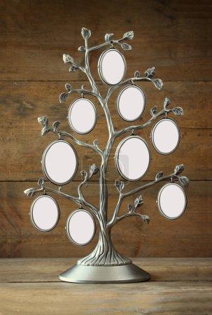 Photo pour Image de cadre antique vintage classique de l'arbre généalogique sur table en bois . - image libre de droit