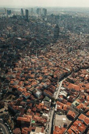 Photo pour Vue aérienne de la ville avec des bâtiments anciens et contemporains, Istanbul, Turquie - image libre de droit