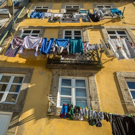 Drying clothes in Porto
