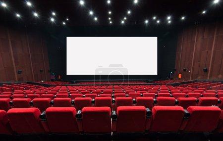 Photo pour Salle de cinéma vide avec sièges rouges - image libre de droit