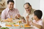 Hispánský rodina u stolu