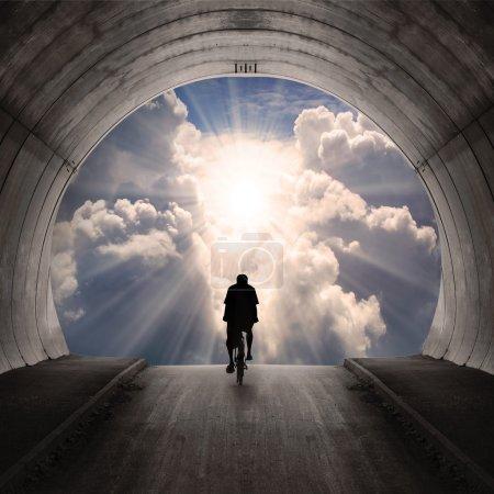 Photo pour Lumière au bout du tunnel. - image libre de droit