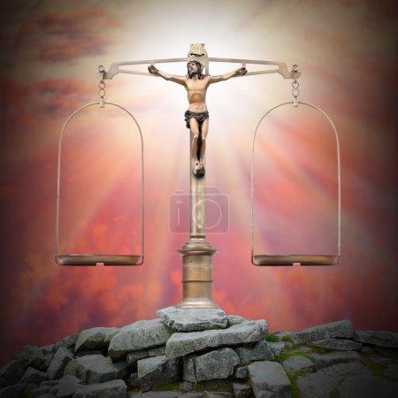 Photo pour Jésus-Christ comme une échelle de poids sur le sommet du monde. Justice divine et concept de Pâques . - image libre de droit