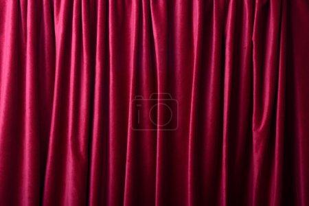 Photo pour Rideaux rouge profond comme fond ou texture - image libre de droit