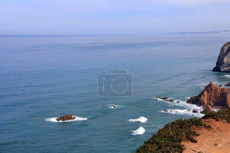 Photo pour Belle nature et paysage de l'océan Atlantique à Cabo Da Roca, Cap Roca au Portugal - image libre de droit